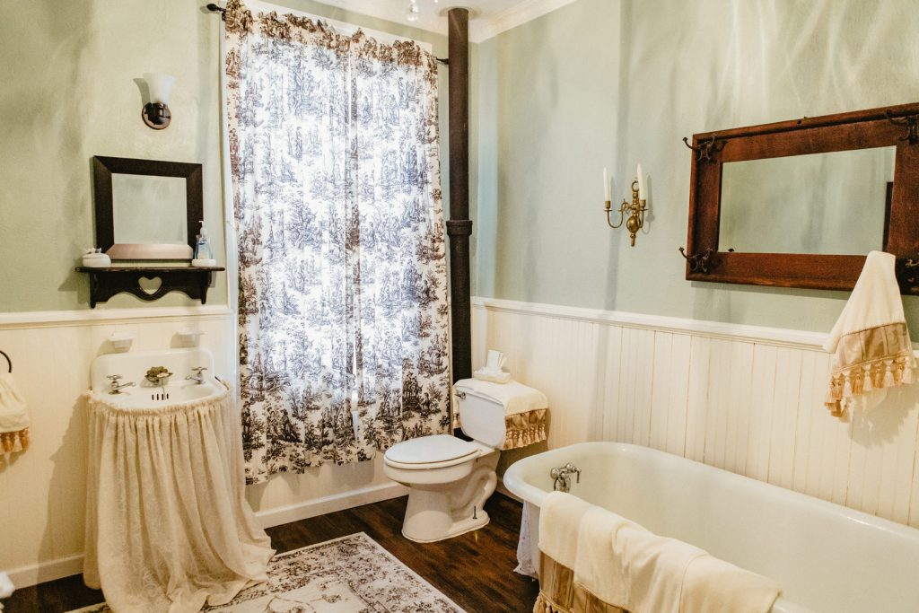 Freshen up in this bright, clean bathroom with a cast-iron claw foot tub.